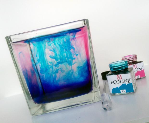 inkt in water foto